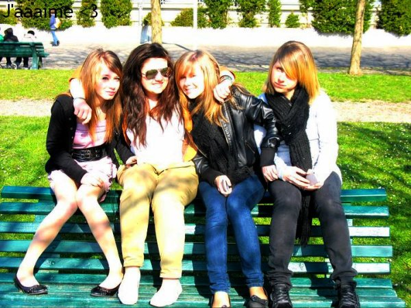 « Les amies c'est là, quand t'es au plus bαs . Que tu fαsses les bons ou les mαuvαis choix . Que tu plαces tes billes αu bon ou αu mαuvαis endroit. Il sont là, même quand tu les déçois ! »