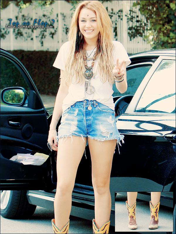 _Que penses-tu du style de Miley Cyrus sur cette photo? Top ou bien Flop?