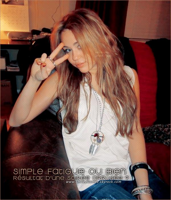 _La Cyrus est défoncée ou bien ... ?______________J'dis ca, j'dis rien. :p Je sens que certains vont s'énerver... Je parles des groupies. Alors, je le re-pérécise ; c'est de l'humour ! ;)