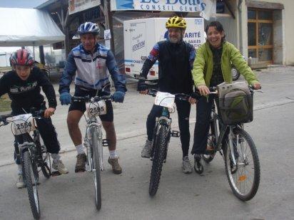 moi, mon grand père, l'oncle de ma mère, ma mère (ordre de la foto de gauche a droite) a l'xtrem loue