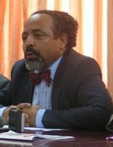 Le ministre Fahmi visé par un projet de révocation