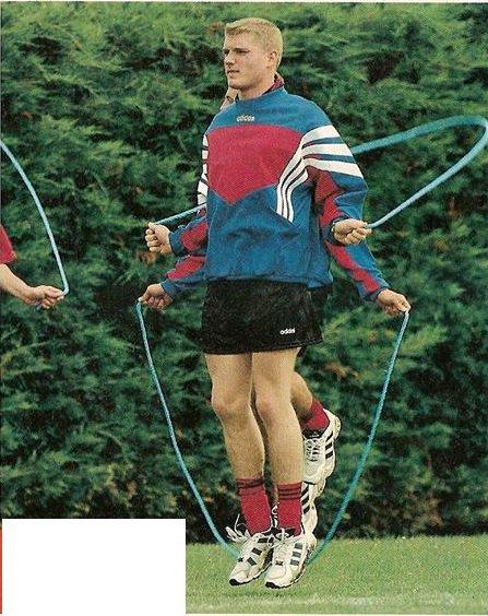 1996/1997, sweat porté par les membres du staff technique et les joueurs