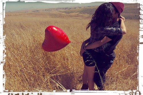 La vérité c'est que dès que je te voie je retrouve le sourire, quand tu me regardes mon c½ur bat plus fort, quand tu me parles j'ai envie de t'embrasser! Alors non je t'aime pas c'est bien plus fort que ça ... :$ ♥