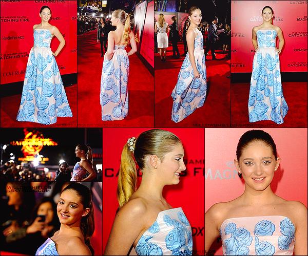 HUNGER GAMES ▬ La première de « The Hunger Games : Catching Fire » à Los Angeles, en Californie. Sa robe est vraiment pas mal, dans les couleurs nude bleues et avec une pointe de blanc, elle est vraiment magnifique notre Willow.
