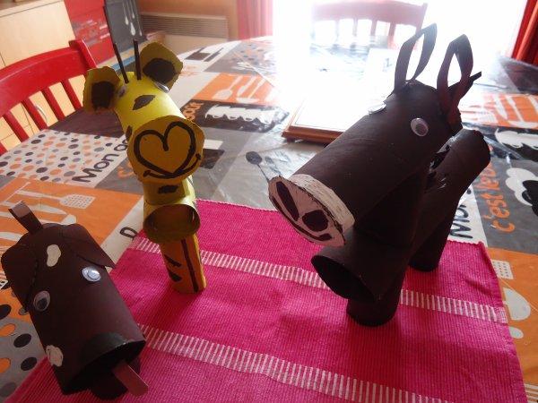 mes petits animaux fait a partir de rouleaux de papier. Black Bedroom Furniture Sets. Home Design Ideas