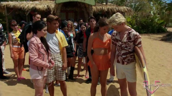 Teen Beach Movie : Le nouveaux film de Ross Lynch