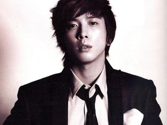 Jeong Yong Hwa