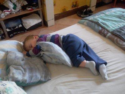 Il fait l'horloge en dormant =D