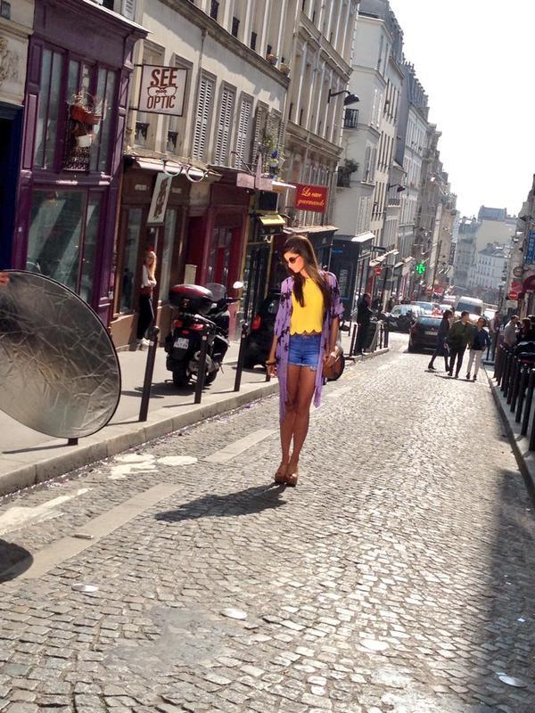 Malika Ménard - Shooting photos Public  mode hippie