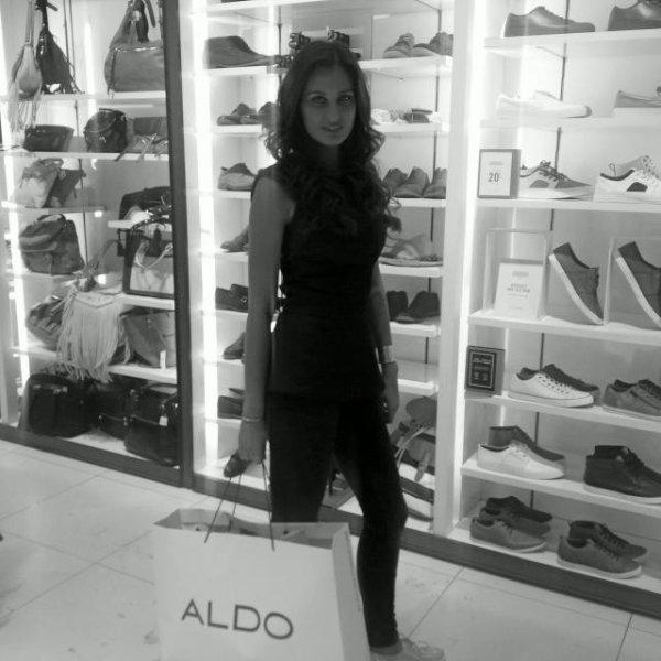 Malika Ménard - Aldo la Défense