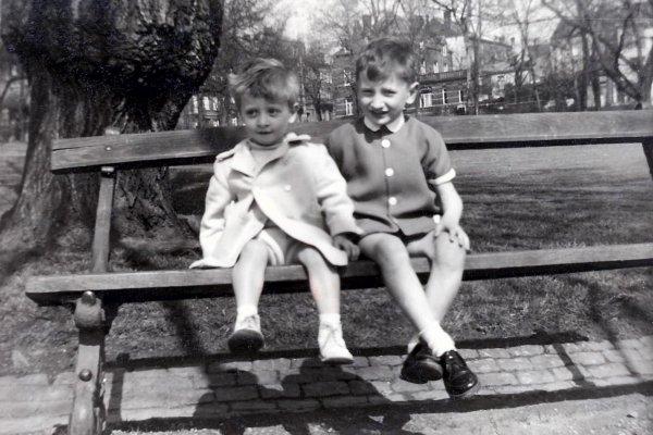 Moi (à gauche) avec mon grand frère José...!