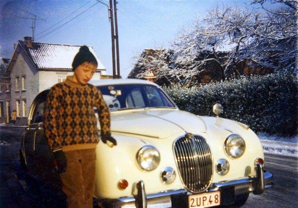 Moi vers +- 1968 à côté de la voiture du paternel....!