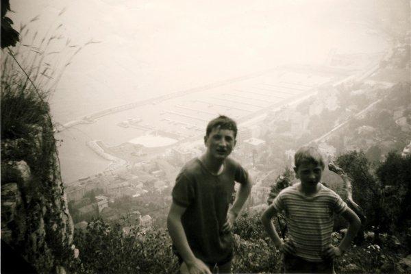 Sur les hauteurs de Menton en 1968, avec mon  frangin José...!