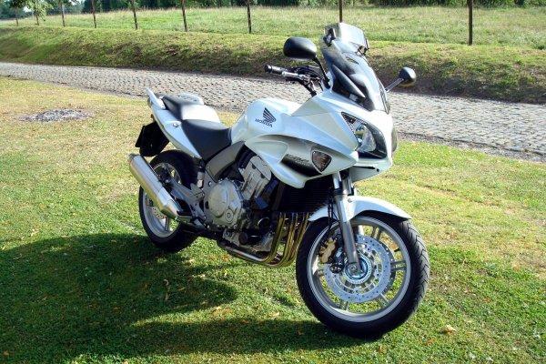 """Mon nouveau """"joujou"""" enfin là.....mon choix c'est finalement porté sur une HONDA CBF 1000 ABS....!"""