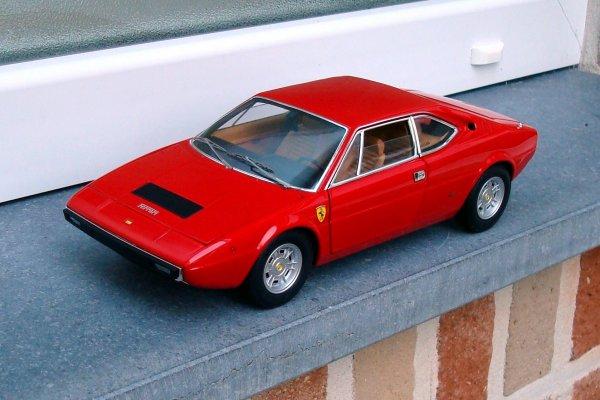 Dernières nouveautés 1/18e dans ma collection avec cette Ferrari Dino et 458 GT2...!