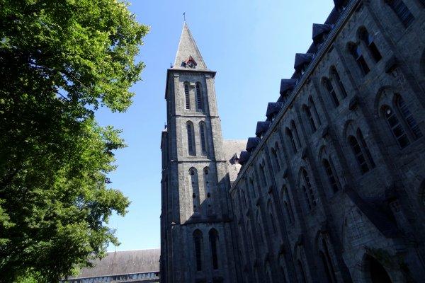 L'Abbaye de Maredsous ....! Balade sympa de 138 kms au total, sous un beau soleil..!