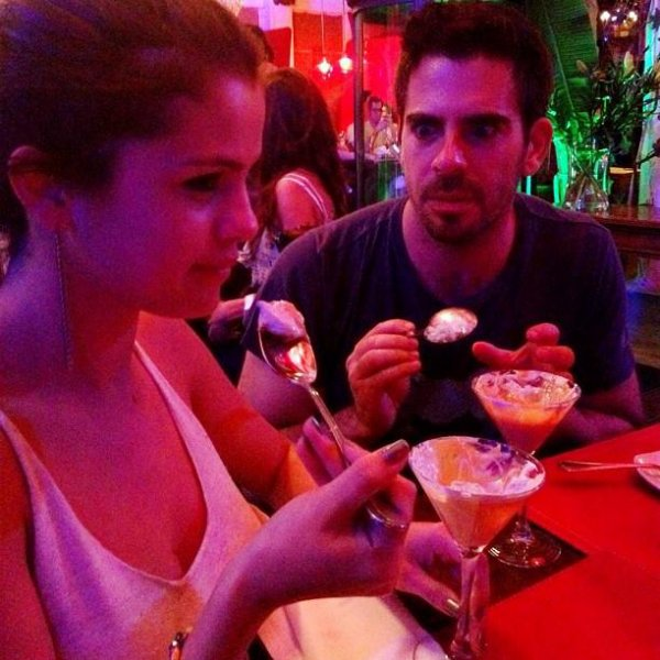 Look de Selena Gomez : Au restaurant au Chili