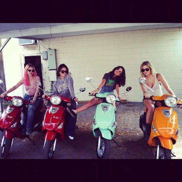 Selena Gomez : Vanessa Hudgens, sur le tournage de Spring Breakers (Photos)