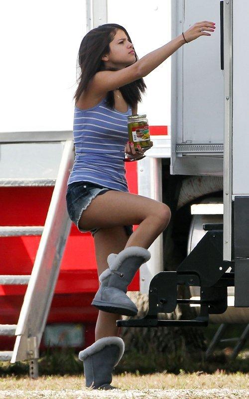 Selena Gomez succombe à la tentation des… cornichons