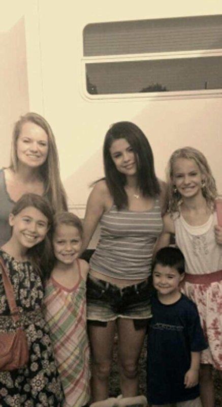 Selena Gomez : Elle est toujours là pour ses fans ! (Photos)