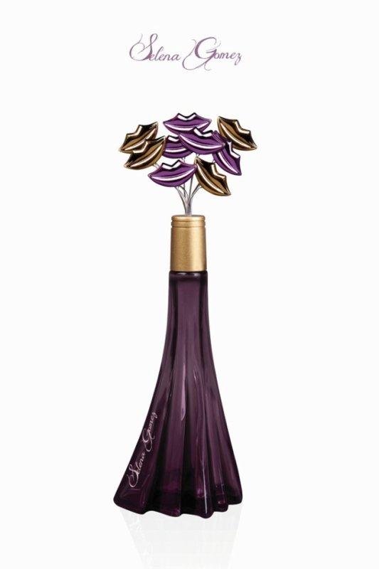 Selena Gomez : Nous présente la bouteille de son nouveau parfum !