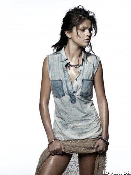 Selena Gomez en mode sexy pour Interview (photos)