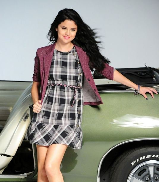 Selena Gomez assure la promotion de Dream Out Loud