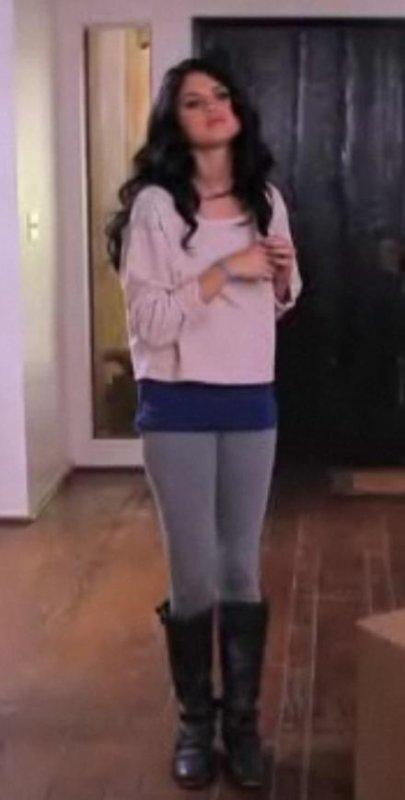 Look de Selena Gomez : Dans Fifty Shade Of Blue, la parodie