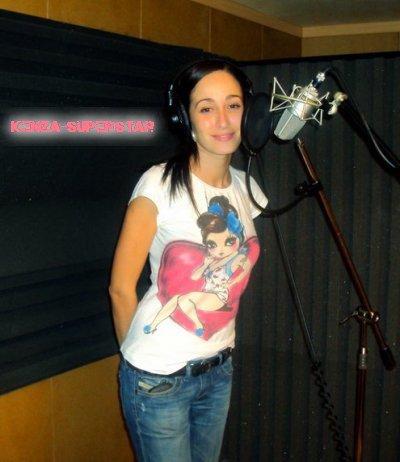 Kenza en studio