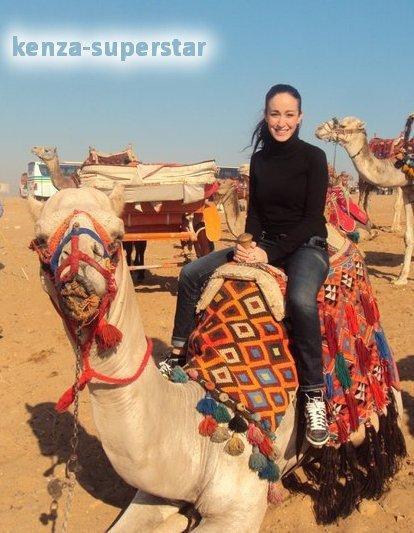 Kenza sur un chameau