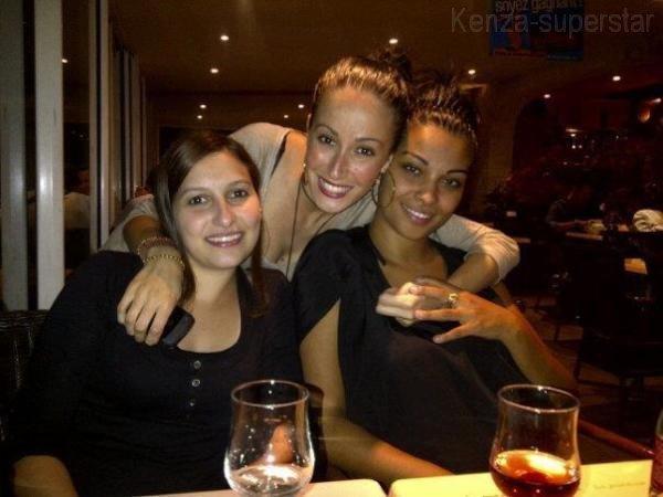 kenza et des amis !!! Photo via Twitter