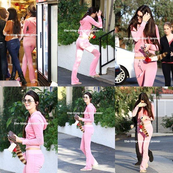 Kendall Jenner de sortie avec des amis à Blue Table à Calabasas !