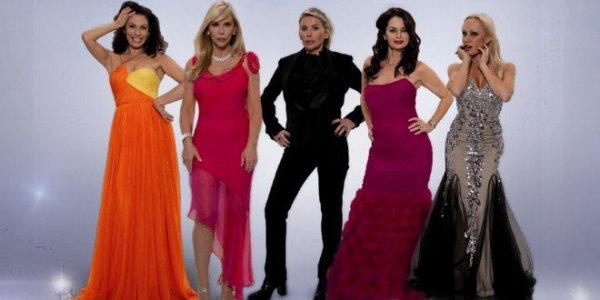 """TéléRéalité - Adaptation française du format """"The real housewives of..."""" Les Housewivews : Karine , Christine , Natalie , Soumaya et Christina."""