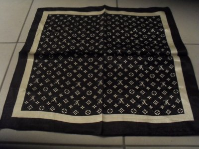 Foulard Louis vuitton Noir  Ref : 002