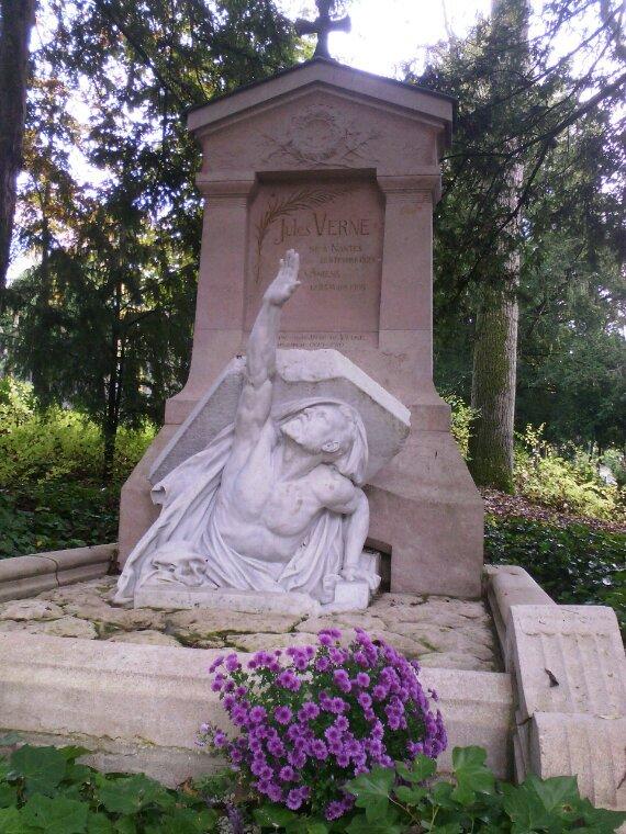 Tombe de Jules verne Amiens