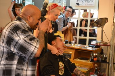 Shooting chez Alex Haircut's