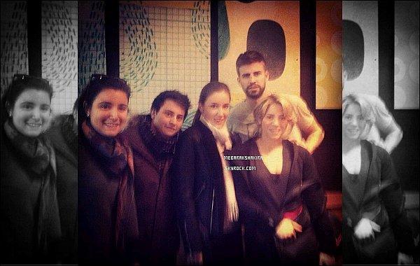 14 février 2013 : Shakiraaccompagné de son demi-frère Tonino quittant la clinique Teknon à Barcelone Cliniqued'où elle avait accouché de son fils Milan quelques jours auparavant. Elle semble fatigué mais sourit tout de même :)