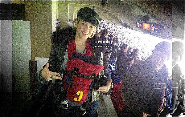 10 février 2013 : Shakira & le petitMilanont assistés au match du FC Barcelone à Barcelone Milan a moins d'un mois était déjà dans les gradins du célèbre stade barcelonais - Le Camp Nou - pour encourager son papa
