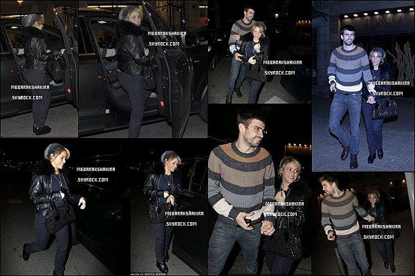 1er Février 2013 : Shakira et Gerard sortant d'un restaurant japonais où ils ont mangé à Barcelone S. était trop mignonne avec son petit bonnet. J'aime bien ses mèches de cheveux qui en sortent. Sa tenue est bien aussi.