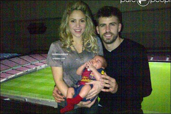12 mars 2013 : Shakira, Gérard & Milan fêtant la victoire du FC Barcelone, qui est qualifié quarts de finale. Ils sont adorables tous les trois. Milan était déjà un grand supportaire du club barcelonnais avec son petit maillot de foot pour bébé :p