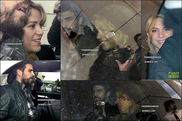 27 Janvier 2013 : Shakira & Gerard quittant la clinique de Teknon à Barcelone après son accouchement La pauvre est déjà harcelé et traqué par les paparazzi dès la sortie de la clinique, elle est magnifique malgré la fatigue