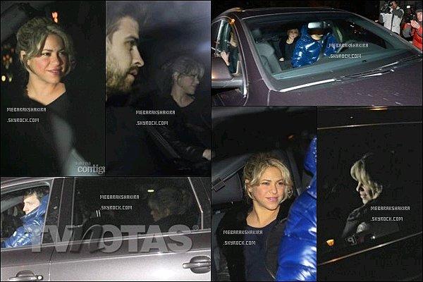 22 Janvier 2013 : Shakira accompagnée de Gerard et son frère Tonino arrivant à la clinique Teknon   S. semblait fatigué mais heureuse. Ce jour là Shakira a donné naissance à son premier enfant, Milan à Barcelone.