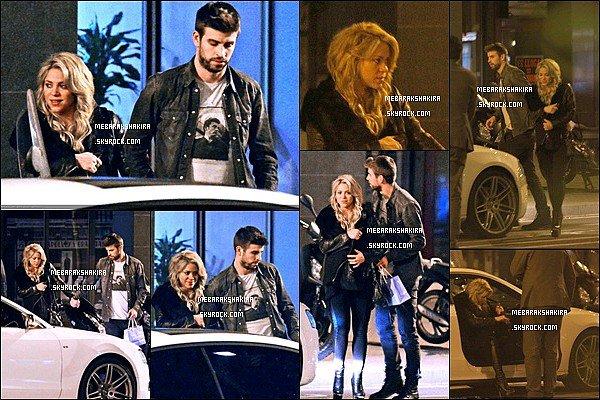 15 Janvier 2013 : Shakira & Gerard sont allés manger dans un restaurant japonais à Barcelone Ils sont mignons tous les deux. J'aime beaucoup le blouson que porte la belle colombienne, de plus ses cheveux sont très beaux
