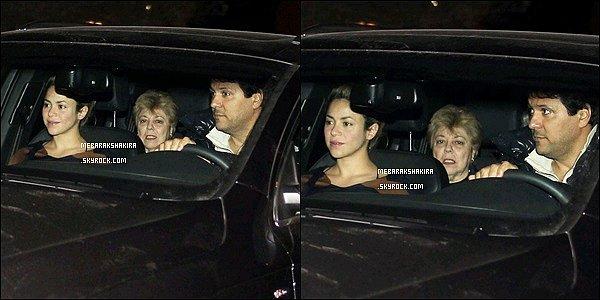 10 janvier 2013 : Shakira, sa mère et son frère Tonino en voiture se rendant à sa villa à Barcelone Shakira est superbe au naturelle ! Elle a bonne mine et semble très en forme pour une femme à neuf mois de grossesse