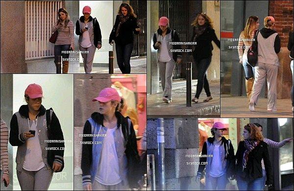 20 mars 2013 :La jolie Shakira Mebarak quittant une salle de sport avec des amies à Barcelone La petite colombienne tient à garder la ligne et la forme, deux mois à peine après avoiraccouchéde son premier fils, Milan.