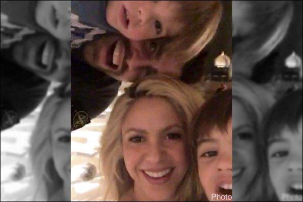 31 décembre 2016 : Shakira remercie pour cette année et nous souhaite plein d'amour et de bonheur pour 2017 ! S. était plus que superbe pour fêter le réveillon de la saint Sylvestre, cela fait plaisir de les voir tous les quatre réunis pour le nouvel an