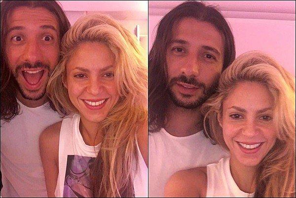 """11 août 2016 :La jolie Shakira a posté une nouvelle photo d'elle sur son compte Twitter """"Flares"""" S. est ravissante sur ce cliché ! J'adore son beau sourire, toujours aussi radieuse, la lumière rend très bien sur son visage"""