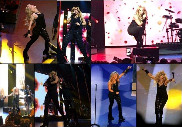 """16 mai 2017 : Shakira a donné un concert lors de l'évènement deUnivision Upfront à New York La belle a interprété """"Me enamoré"""" et """"Hips don't lie"""", S. n'a rien perdu de son déhanché ! Ses hanches ne mentent pas♥"""