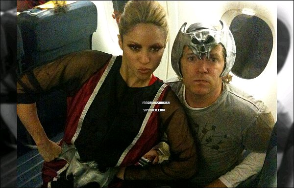11 avril 2013 :Shakiraa posté une nouvelle photo sur son compte Twitter avec son amiTim Mitchell Cette photo remonte d'Halloween de 2010. Je ne sais pas exactement en quoi elle est déguisé... en tout cas elle était adorable !