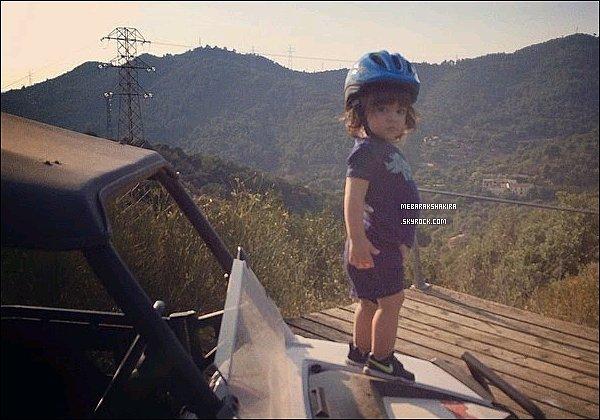 27 juillet 2014 : Gérard a posté une nouvelle photo sur Instagram de l'adorable petit Milan ♥